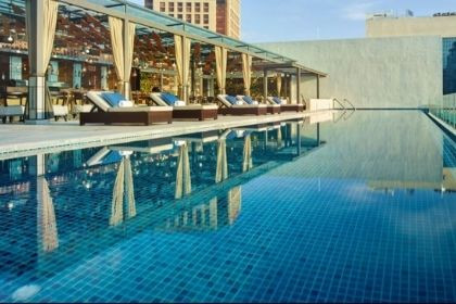 Hotel Stripes Pool
