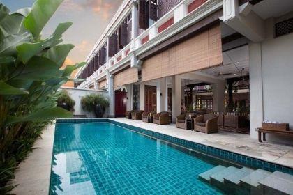 Seven Terraces Pool